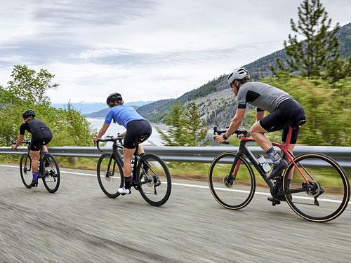 Cyklistické kraťasy a kraťasy s náprsenkou